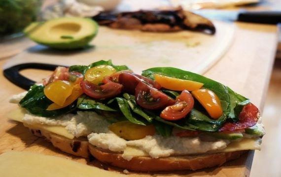 Вкусный и сытный итальянский бутерброд - рецепт с фото